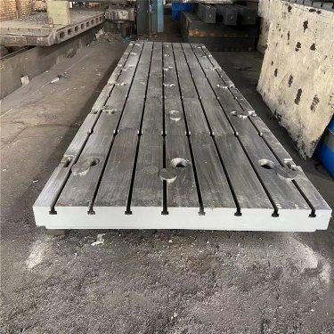 铸铁平板在刨削T型槽时应注意些什么